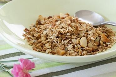 Knackiges Macadamia-Müsli zum Selbermachen