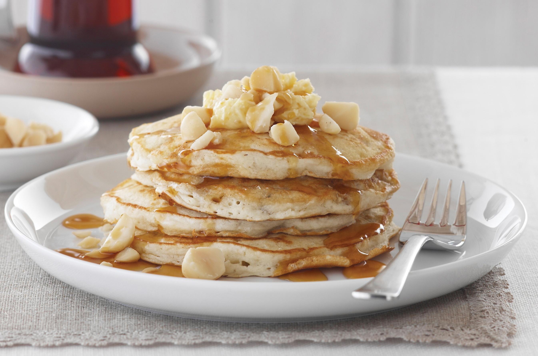 Rezept für Pancakes mit Macadamias, Bananen und Buttermilch