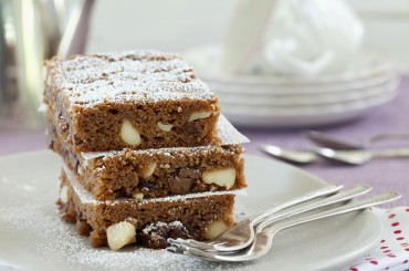 Schokoladen-Macadamia-Schnitten mit Rosinen