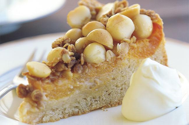 Macadamia-Aprikosen-Streuselkuchen
