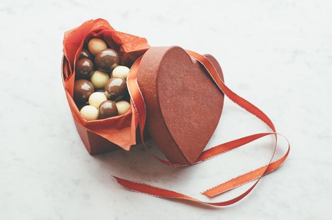 Macadamias mit dreierlei Schokoladenüberzug