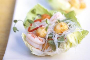 Asiatischer Glasnudelsalat mit Garnelen und Australischen Macadamias