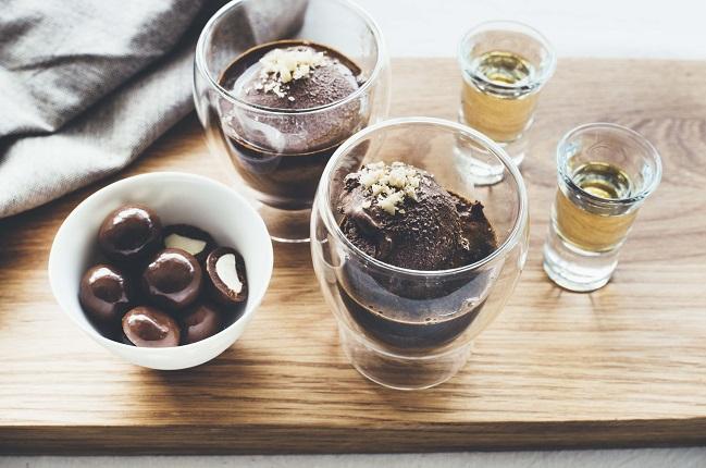 Schokoladen-Macadamia-Affogato