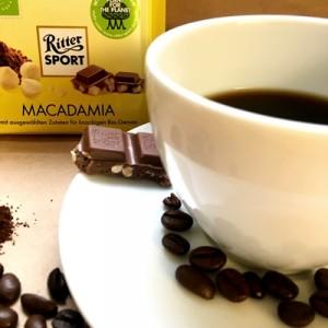 Macadamiaschokolade schmeckt perfekt zu einem leckeren Kaffee!