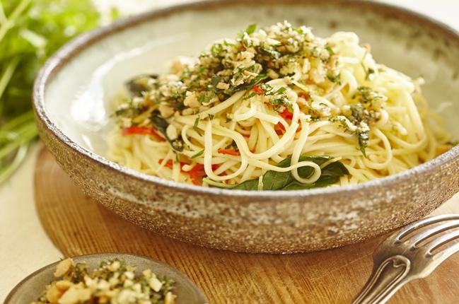 Spaghetti mit nussigen Macadamias und Parmesan