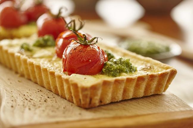 Mediterrane Küche: Ziegenkäsetarte mit Macadamia Pesto
