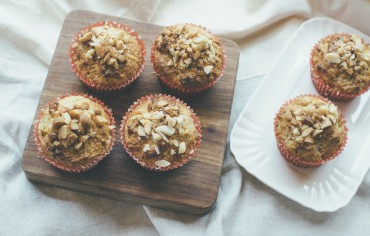 Vollkorn-Bananen-Honig-Macadamia-Muffins