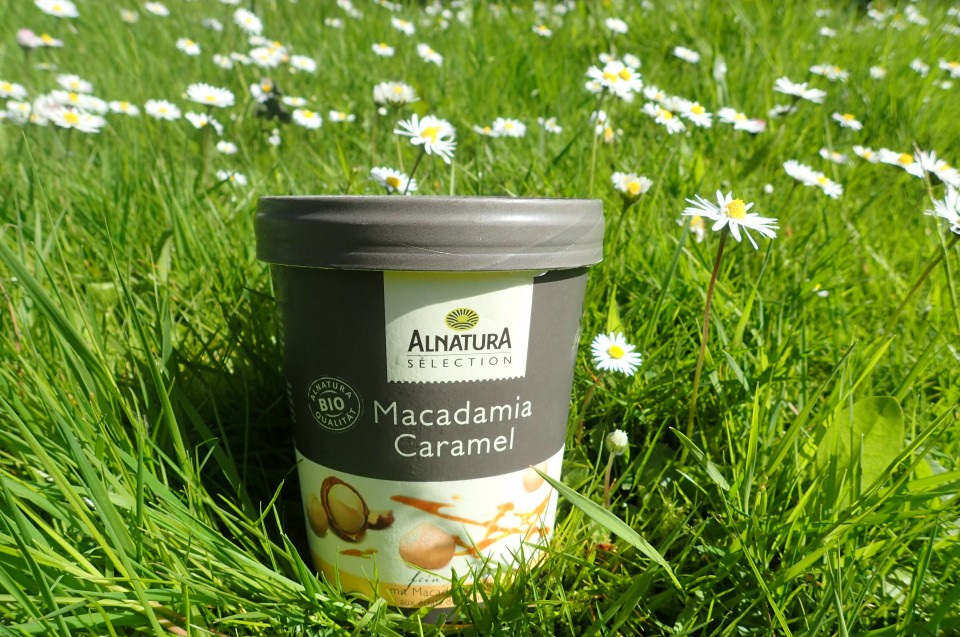 Produkttest: Macdamia-Caramel Eiscreme von Alnatura