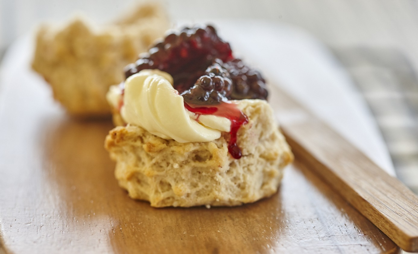 1703 Macadamia scones with blackberries and cream (3)
