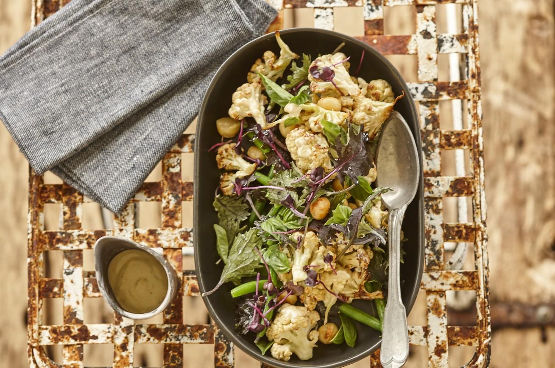 Gerösteter Blumenkohl und Macadamia-Salat