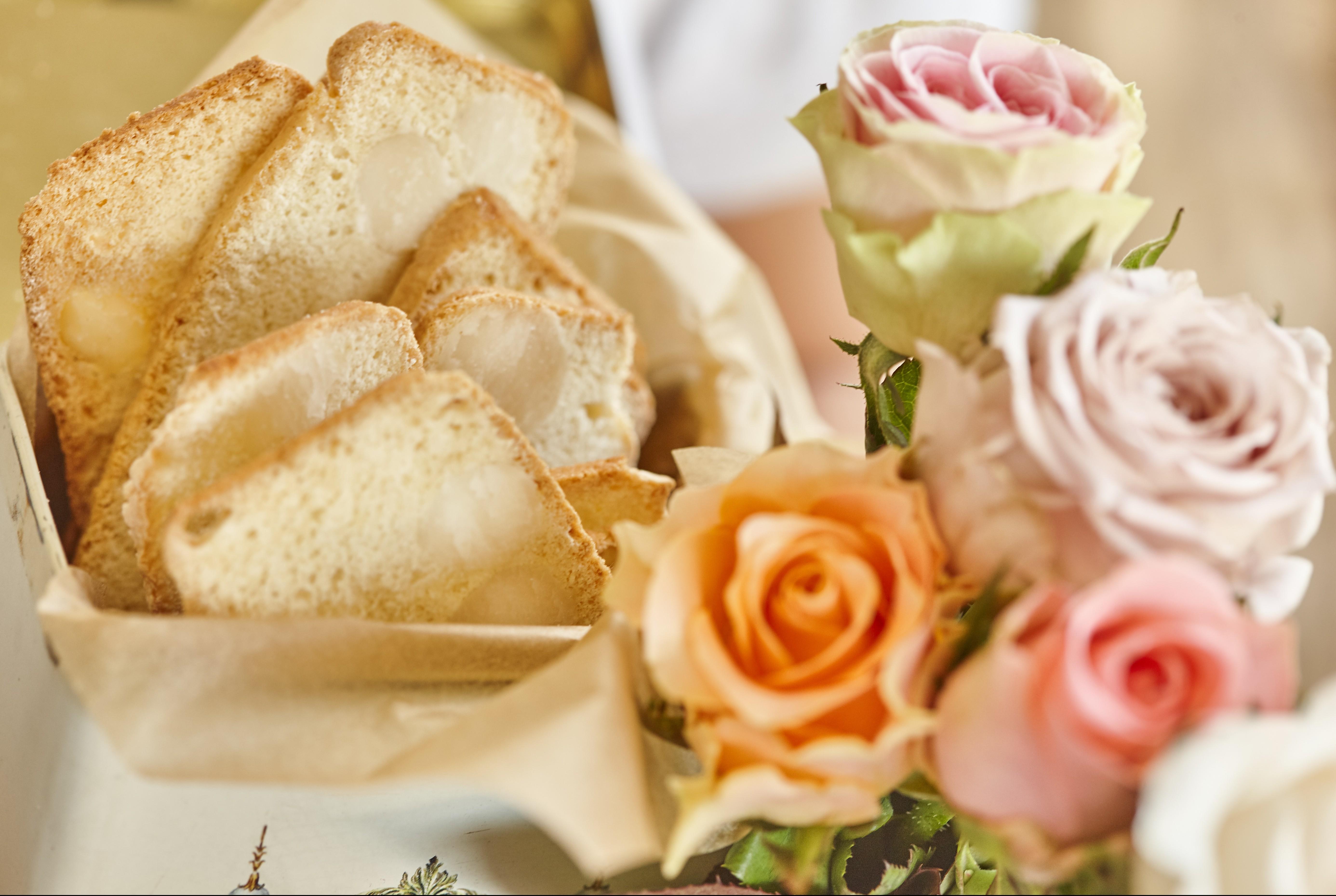 1703 Crisp macadamia bread (3)