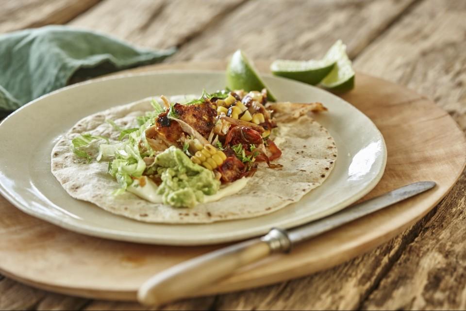 Geröstete Paprika und Macadamia-Chili-Hühnchen-Tacos