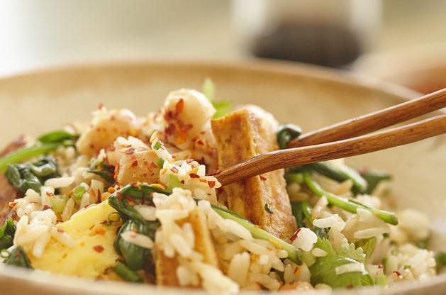 Schnell & einfach: Gebratener Reis mit Macadamias