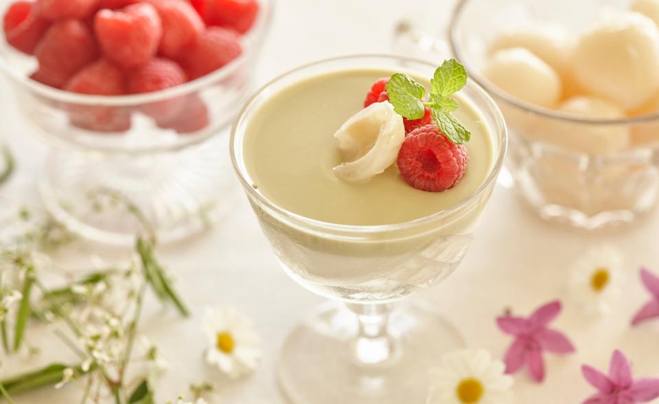 Köstliches Dessert: Macadamia-Matcha-Gelee