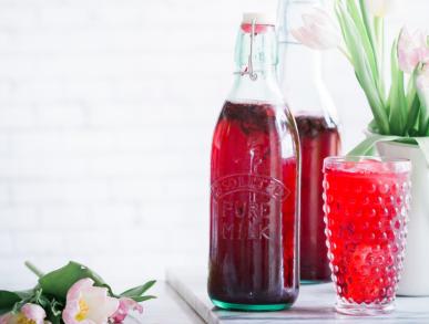 Hibiskus-Ingwer-Limonade