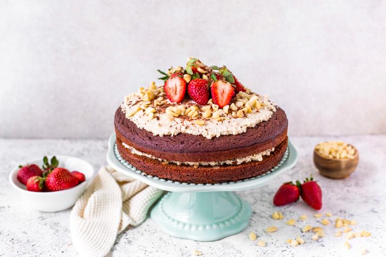 Glutenfreie Schoko-Macadamia-Torte mit Ahorn-Creme