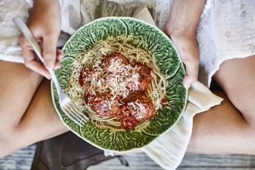 Spaghetti mit Macadamia-Bällchen