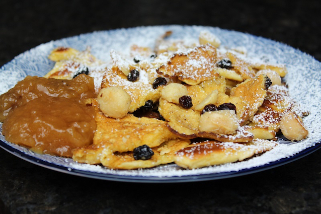 Kaiserschmarrn Rezept: fluffige Süßspeise in 10 Minuten